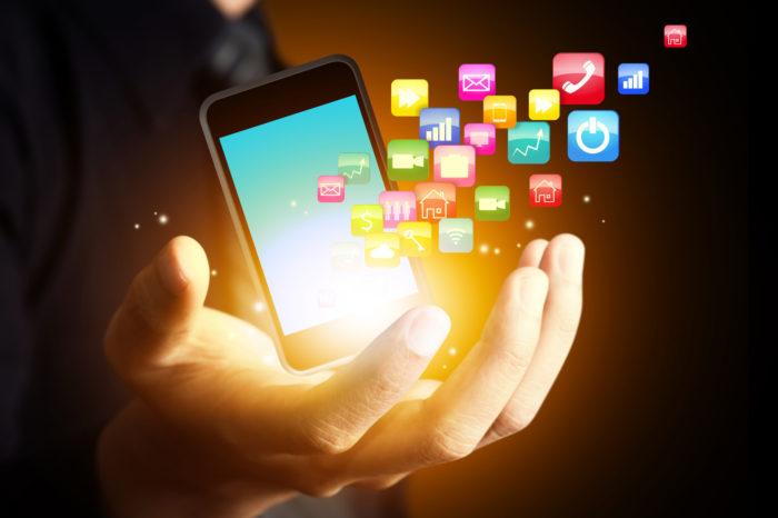 Internet : de plus en plus de français se connectent via leur smartphone