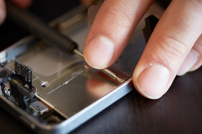 Comment la réparation d'un smartphone est devenue si facile ?
